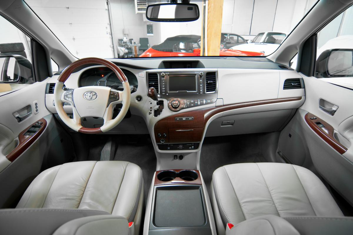 2018 Toyota Sienna Ltd Awd Exterior And Interior